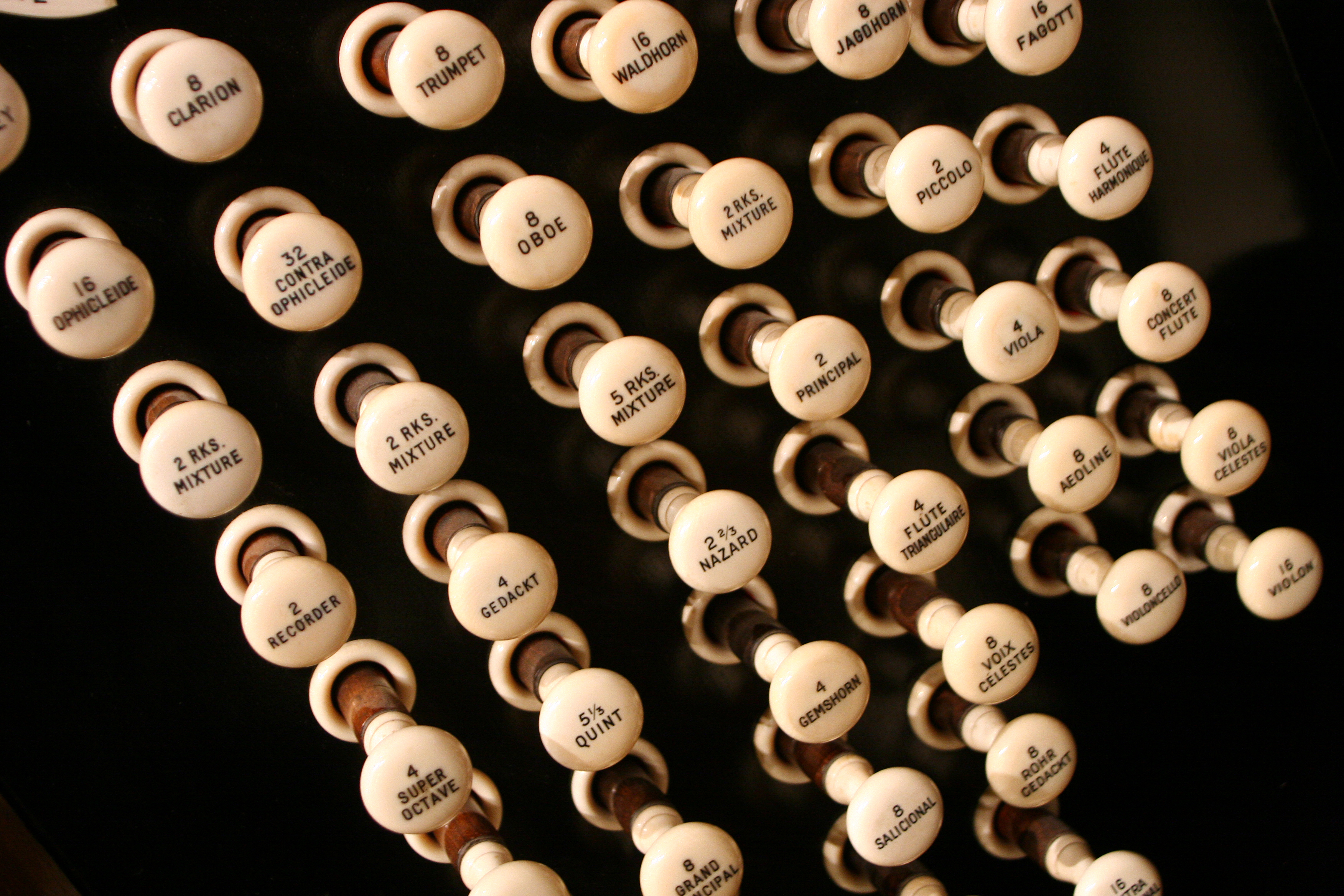 The Brangwyn Hall Willis Organ styles